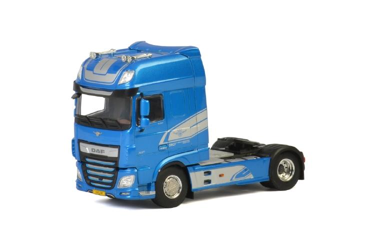 Premium Line DAF XF SUPER SPACE CAB MY2017 BLUE トラック トラクタ/建設機械模型 工事車両 WSI 1/50 ミニチュア