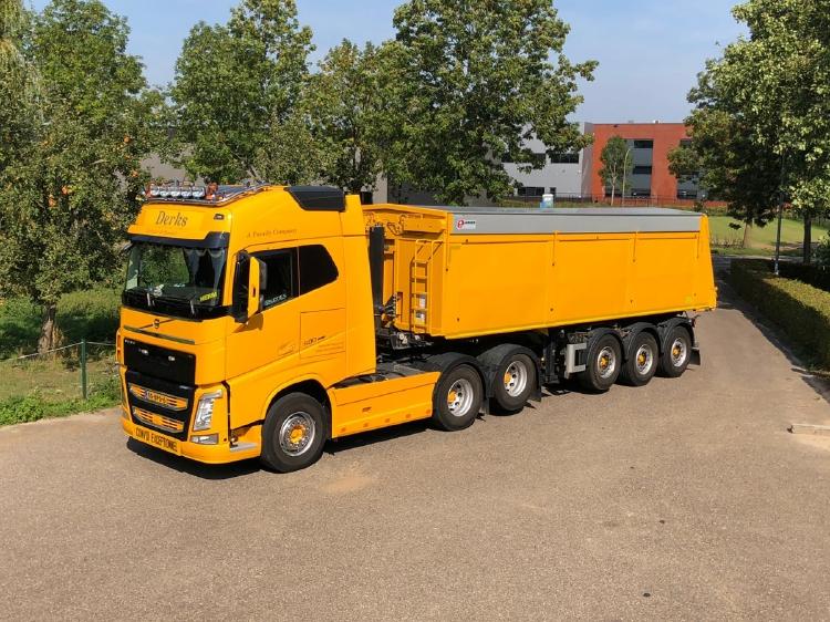 ミニチュア模型ミニカー 予約 2021年1-3月以降発売予定Derks GWW B.V. VOLVO FH4 GLOBETROTTER 6X2 TWINSTEER WSI 建設機械模型 工事車両 50 今季も再入荷 1 ミニチュア TIPPER TRAILER 誕生日プレゼント 3軸トラック