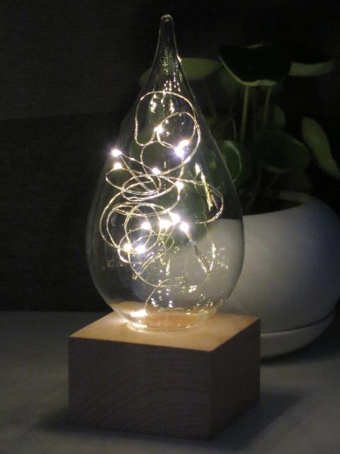 不思議な存在感を放つしずく型LEDライト 完売 しずく型LEDライト 人気商品 LEDライト インテリア 画プレゼント ガラス コードレス オブジェ