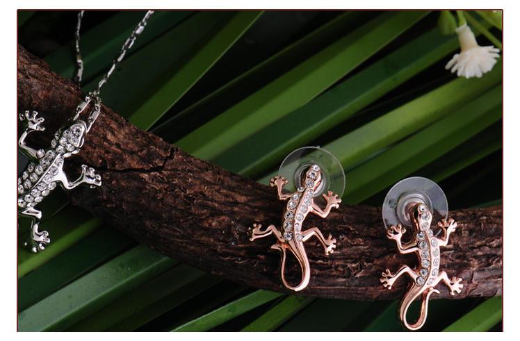 IUHA ★ 18K pink gold plating animal jewelry gecko pierced earrings ★  Swarovski company crystal use accessories gift