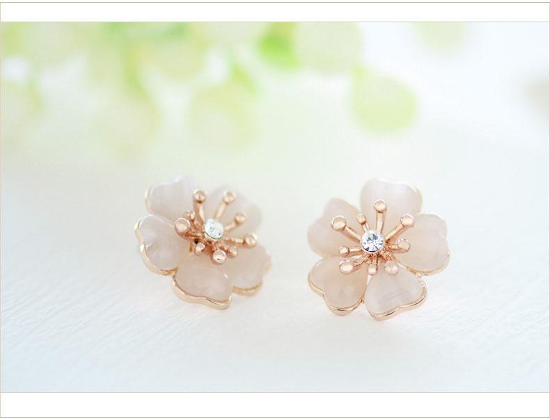 Iuha Elegant Cherry Blossom Earrings Sakura Mini Metal Allergic Response Discoloration Prevention