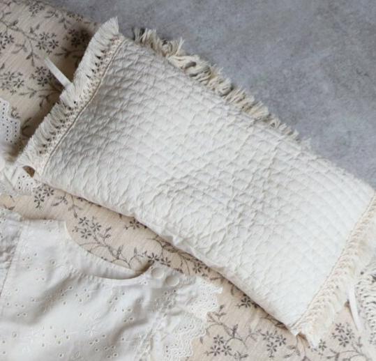市販 パイピングが可愛いローピローです new ribbon vintage lace pillow 分離型 年中無休 約21×35cm リボン付きビンテージレース