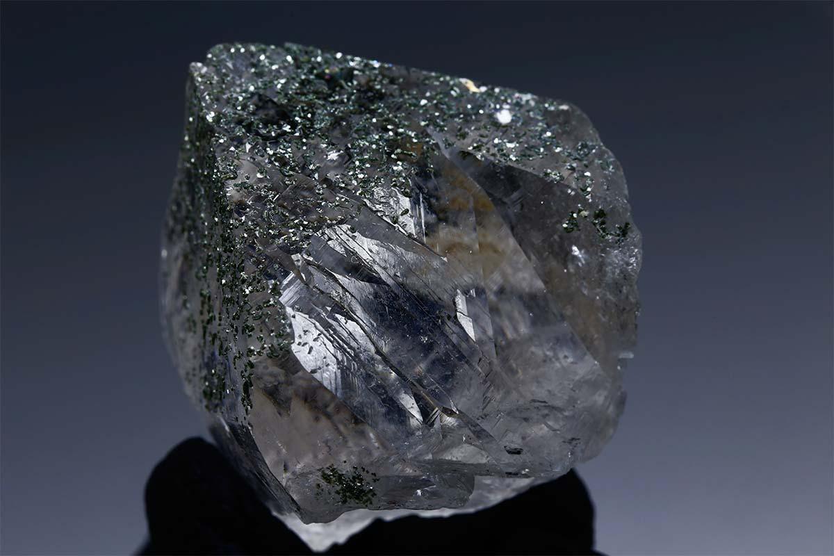 ネパール ガネーシュヒマール産ポイント クローライト 高透明クリア 142g ガネッシュヒマール 天然石 原石