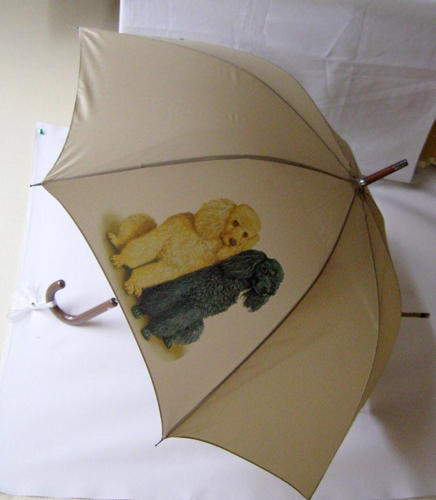 プレゼントに最適♪長く使える丈夫な長傘 強風に強く壊れにくい 高品質グラスファイバー ワンタッチ式 ジャンプ式【ラッピング無料】ギフトにも人気! プードル(スリーカラー) 傘 65cm 直径110cm レディース メンズ 男女兼用 雨傘 かわいい おしゃれ 梅雨 レイングッズ UVカット 風に強い 耐風 犬柄 いぬ 犬グッズ 犬プリント