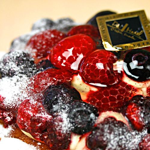 【女王様のミックスベリータルト】フルーツたっぷり高級ホテルのタルト!ミックスベリーの甘酸っぱさがたまりません!【ギフト】
