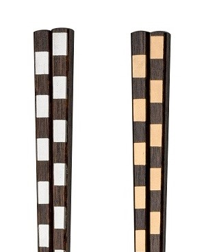 木製 漆塗り 大注目 伝統的な手法 拭き漆 を用い モダンに仕上げたお箸です 伝統的な手法をモダンに 市松 金 銀24.0cm 一文字箸 金22.5cm 銀 卸直営