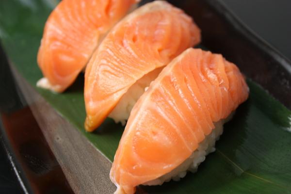 供生鱼片使用的肥生鱼片三文鱼300g&烟三文鱼300g安排r