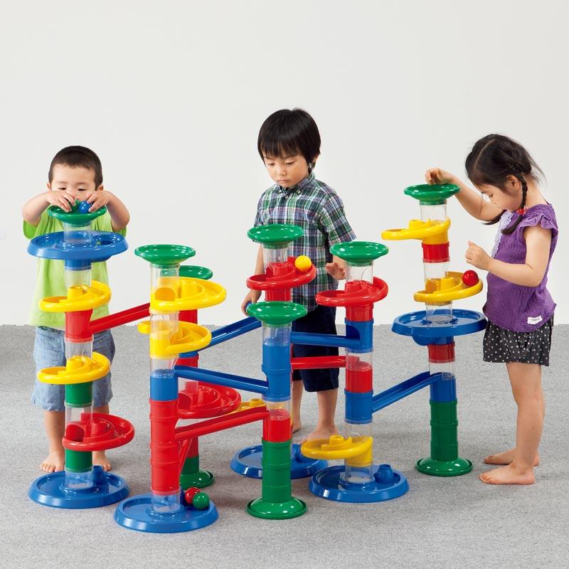 体と頭を使って遊べる カラフルで大きなこども用遊具 ジャイアント玉ころがし 送料無料