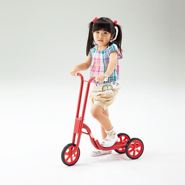子供用 乗物遊具 遊びながらバランス感覚や脚力が養える 三輪スクーター 送料無料