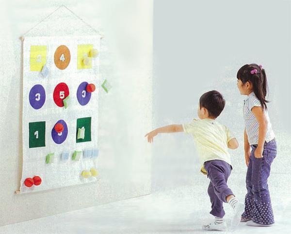 ソフトな的あてゲーム 壁掛け式 子供から大人まで楽しめる的あてボール遊び まとあてあそびD-100 送料無料