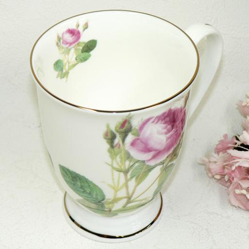 Decorate with a bone China bud and rose mug