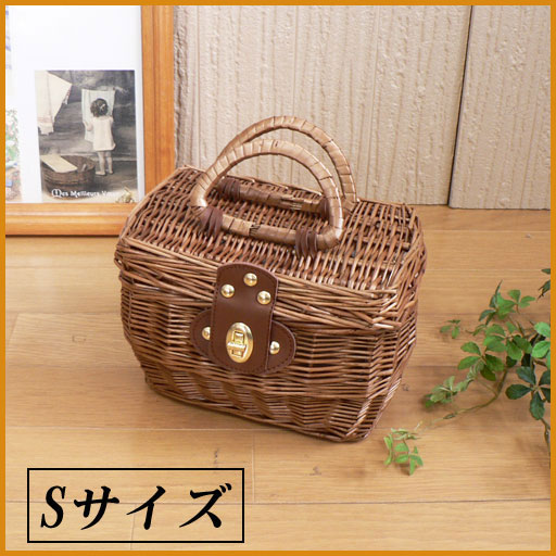 And out of the snack basket size < Brown > 23 x 16 x h16 (handle not included)