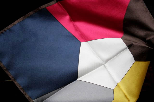 メール便送料無料 1枚で6色使えて 即出荷 シルク100%のポケットチーフ 送料無料カード決済可能 縫製 素材にこだわりました シルクの良い手触り 光沢でパーティー シルクチーフ 宅配便は480円加算 結婚式を引き立てます シルク100%6色ポケットチーフ メール便選択のみ送料無料