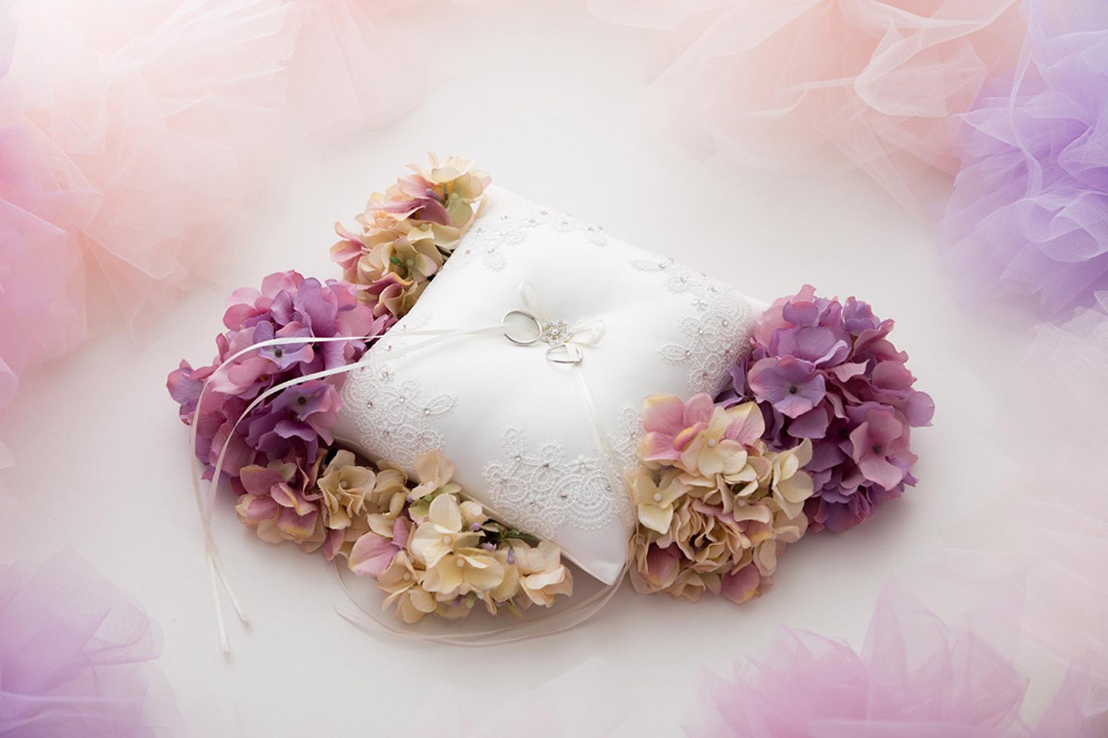 オフホワイト リングピロー リング 指輪 結婚式 挙式 チャペル レース ストーン 石 ビジューNOA0001