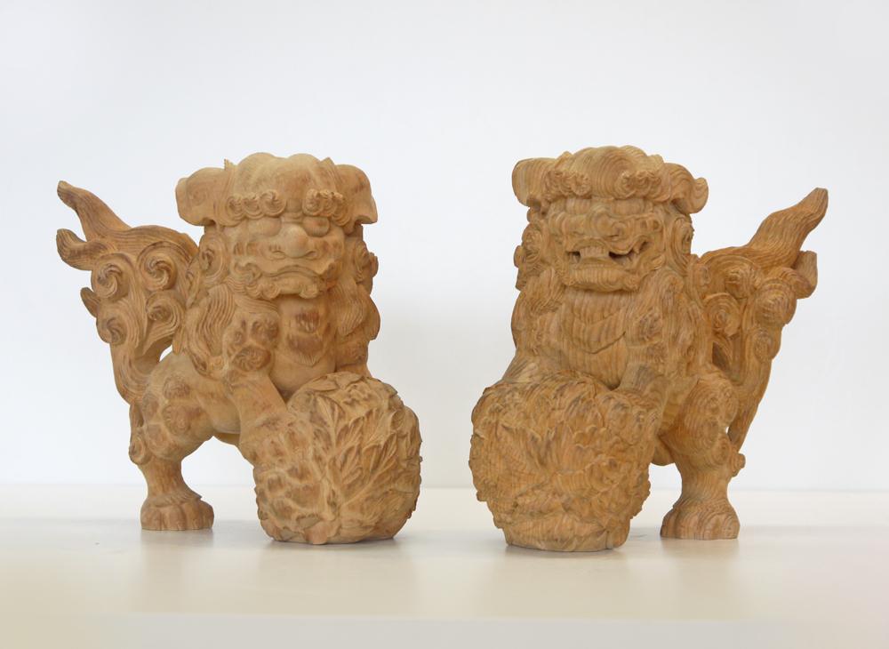 ~木彫り 唐獅子~一刀彫 / 素材:桧(置物)