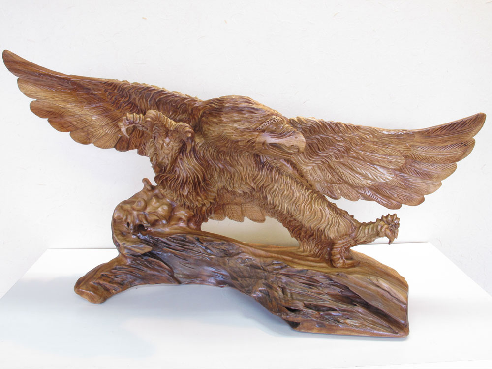 ~木彫り 鷹 置物~一刀彫 / 素材:楠