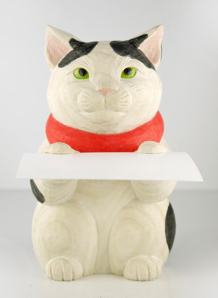 ~木彫り 猫~一刀彫 / 素材:楠
