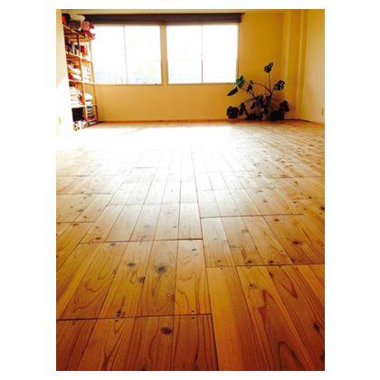 みんなの材木屋 ユカハリ・タイル すぎ クリア塗装 1枚:縦50cm横50cm厚み1.35cm NM-204-A 8枚/箱(2.0平米入)