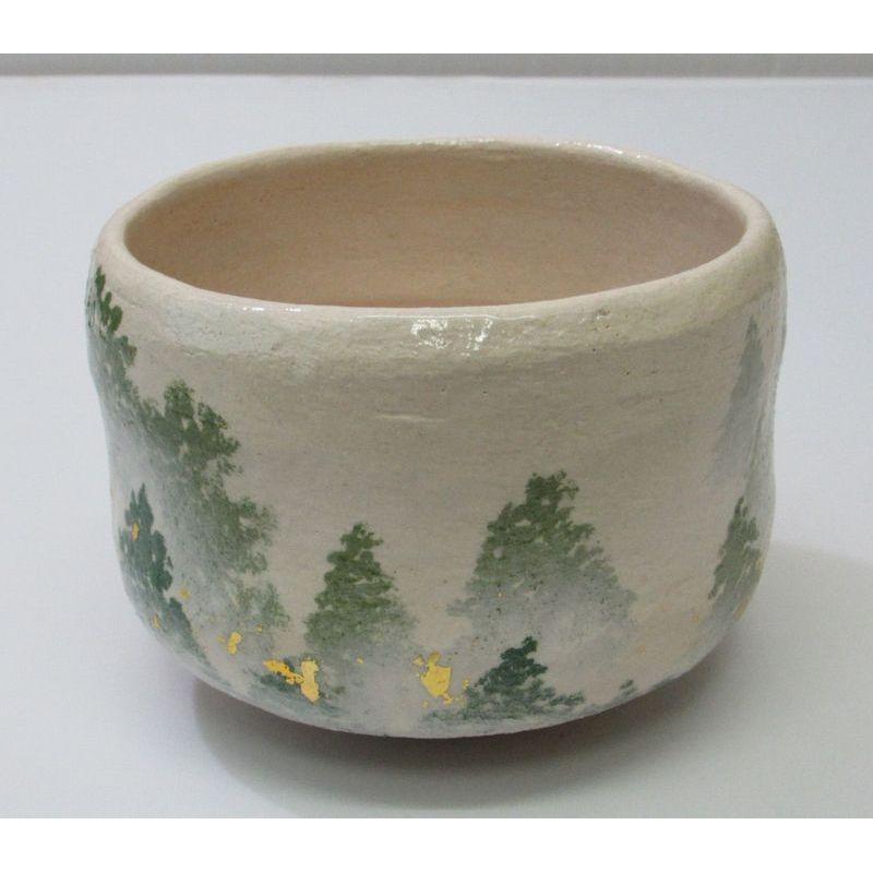<茶道具・茶碗>白楽茶碗 朝霧の絵 吉村楽入作 白楽のお茶碗に、森の緑がとても鮮やかに映えています。秋のお茶碗としてもどうぞ