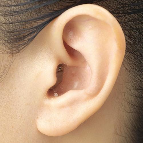 12チャンネルの高精度デジタル制御 雑音は低減し 人混みの中でも会話はクッキリ クリアな聞こえ エーストーンフィット2 メーカー公式 片耳用 - デジタル 補聴器 デジタル補聴器 集音器 高性能 小型 目立たない 難聴 中度難聴 母の日 プレゼント 送料無料 敬老の日 軽度難聴 対策 父の日 耳穴式 聞き取りやすい 小さく 聞こえ 耳あな ギフト 会話
