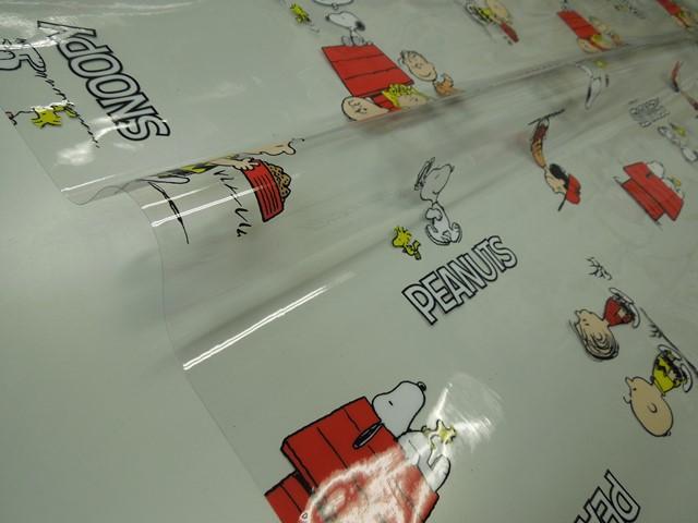 生地 テーブルクロス 上品 ビニールシート スヌーピー 当店4番人気テーブルクロス スヌーピーフレンズ柄ビニール スヌーピー柄テーブルクロス 量り売り メール便は1.5m 個数15 新作販売 まで対応可能テーブルクロス 10cm単位カット 120cm巾 切り売り