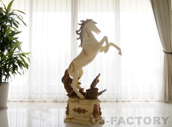 【即納】 FRP製 ★跳ね馬/アイボリー★ 高級品 オブジェ インテリア ハンドメイド 風水 縁起物