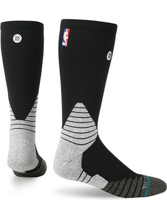 篮球袜子穿船员袜子立场固体船员 NBA 袜子 Blk 街