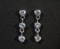 K18 ダイヤモンド 0.20ct スリーストーン スタッドピアス イヤリング 18K 18金 ゴールド ダブルロック ダイアモンド 誕生日 4月誕生石 記念日 メッセージ ギフト 贈り物
