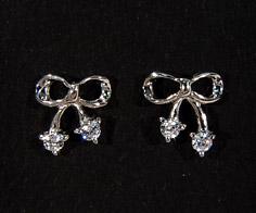 K18 ダイヤモンド リボン スタッドピアス送料無料 イヤリング 18K 18金 ゴールド ダブルロック ダイアモンド 誕生日 4月誕生石 記念日 メッセージ ギフト 贈り物