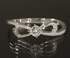 【GWクーポン配布中】K18 ダイヤモンド 0.10ct リボン リング送料無料 指輪 18K 18金 ゴールド ダイアモンド 誕生日 4月誕生石 刻印 文字入れ ピンキーリング メッセージ ギフト 贈り物