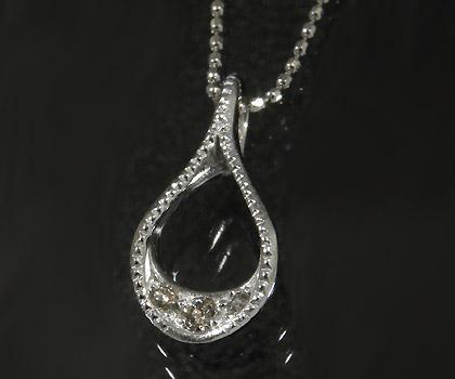 【GWクーポン配布中】K18 ダイヤモンド ペンダントトップ 「stilla」送料無料 ネックレス ダイアモンド 誕生日 4月誕生石 18K 18金 ゴールド 記念日 メッセージ ギフト 贈り物