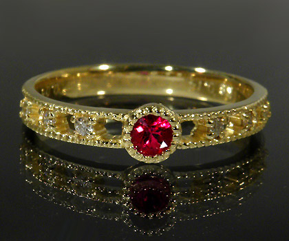 K18 ルビー ダイヤモンド リング 「delicatura」送料無料 指輪 18K 18金 ゴールド ダイアモンド ミル打ち 7月誕生石 誕生日 文字入れ 刻印 ピンキーリング対応可能 メッセージ ギフト 贈り物