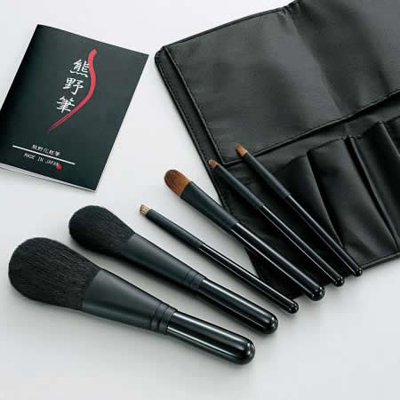 世界のブランド熊野筆 として 品質の高さが自慢の化粧筆 Kfi-K206 筆の心 熊野化粧筆セット ブラシ専用ケース付き 最安値 至上