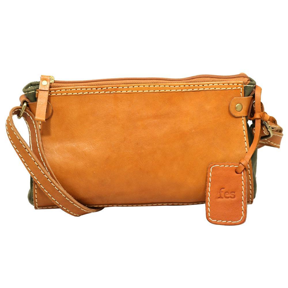 軽やかなキャンバス素材とコシのあるヌメ革を使用 高品質 fes 全品送料無料 ショルダーバッグ KH 54 48023 カーキ