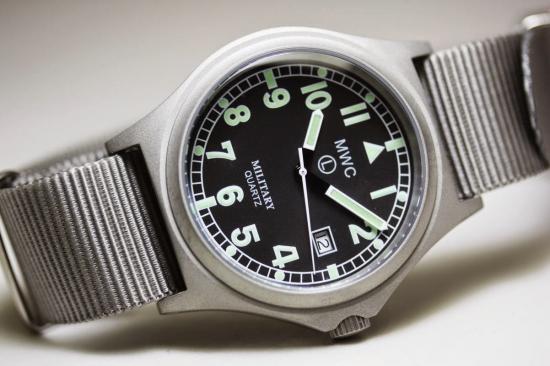 MWC腕時計/G10BHバッテリーハッチ/クォーツRonda705/715/50m/ブラックNATOストラップ、グレイNATOストラップ他計2本付き