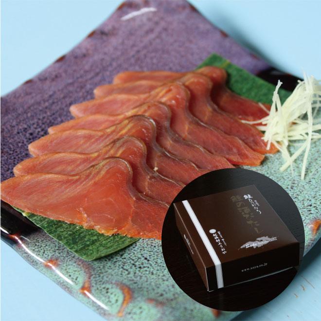 新潟 越後村上伝統の高級珍味塩引鮭をさらに半年乾しあげました ギフトにぴったりの小箱入り 酒びたし40g メーカー公式 鮭物語 送料無料でお届けします 小箱入り