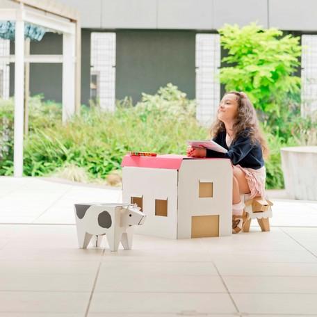 """コドモダンボールデスク (ハウス) コドモダンボールチェア(ウシ + ヒツジ)のトータルセット ピッタリサイズでアソビもはかどる、就学前の""""自分だけの机 + イス"""" Pasture未就学児童向け組立式のダンボール家具シリーズ"""