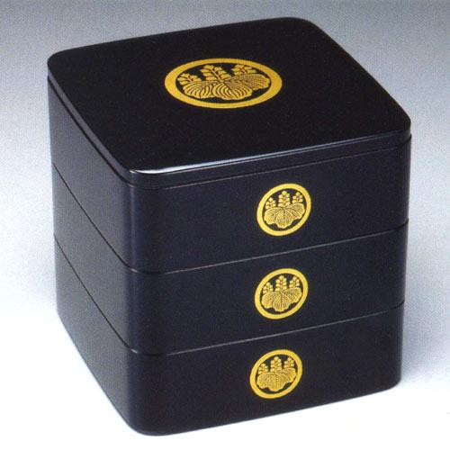 【送料無料】【名入れ無料 漆器】6.5寸 三段重箱 黒塗り 家紋入り【smtb-k】【w1】