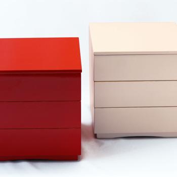 【縁金三段重箱】漆器 モダン 白 赤 金 おもてなし 重箱 おしゃれ シンプル お正月 迎春 お花見 運動会 ピクニック 正方形