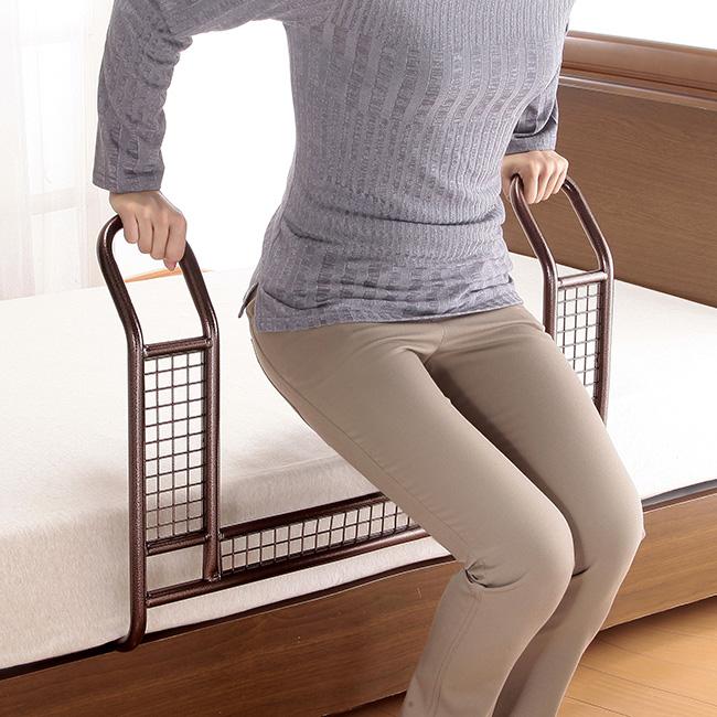 ◎ベッドガード アイステップ[ベッドからの立ち上がりを補助してくれる手すり(補助器具) 布団のずり落ちやベッドからの落下を防げるので介護におすすめ 介助に便利な立ち上がり手すり] メーカー直送