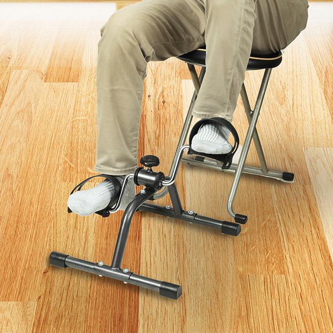 椅子 に 座り ながら 筋 トレ