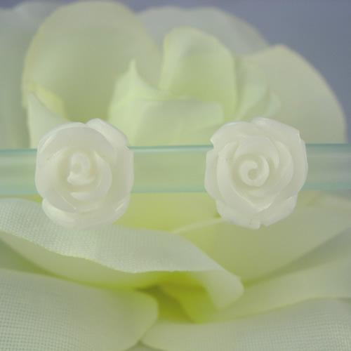 【送料無料】ラビアンローズバラ彫り k18 ホワイトサンゴ ピアスジュエリーva722