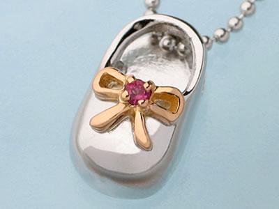 【送料無料】Babys-Shoe Original メモリアルペンダントリボンモチーフ(細身のリボンデザイン)KT-20 ベビーシュー赤ちゃんのお誕生祝いに 靴型のペンダントヘッド 誕生石を選んで名前生年月日身長体重など刻印できる