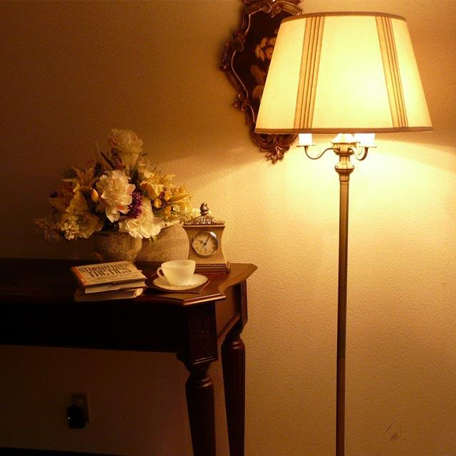 中古 輸入家具 アウトレット アメリカ アンティーク風 ブランド 家具 スタンドライト フロアライト モダン スタンドランプ アンティーク ランプ お気に入 ライト フロアランプ フロアスタンドライト アンティーク調 アメリカン 寝室 シェードランプ LED クラシック シェード lighting ベッドサイド テイスト 照明 おしゃれ CAL 高級 315AB ベッドランプ