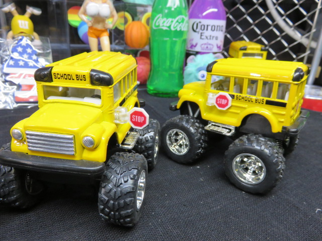 バックさせると 走りまーーす ミニカー プルバックカー 限定品 アメリカンスクールバス ビッグホイール仕様 Bus ショートボディー School 内祝い