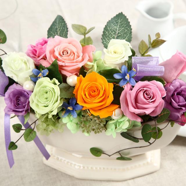 超人気 専門店 カラフルな色合いが印象的なバラを使ったプリザーブドフラワーです 送料込 プリザーブドフラワー白陶器マカロン 最安値
