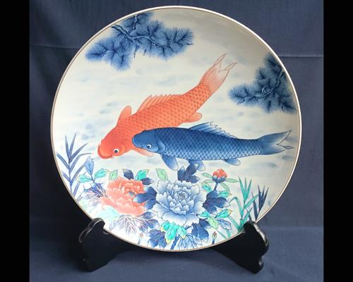 有田焼 飾り皿 錦鯉 15寸 (皿立て・箱付き)【送料無料】