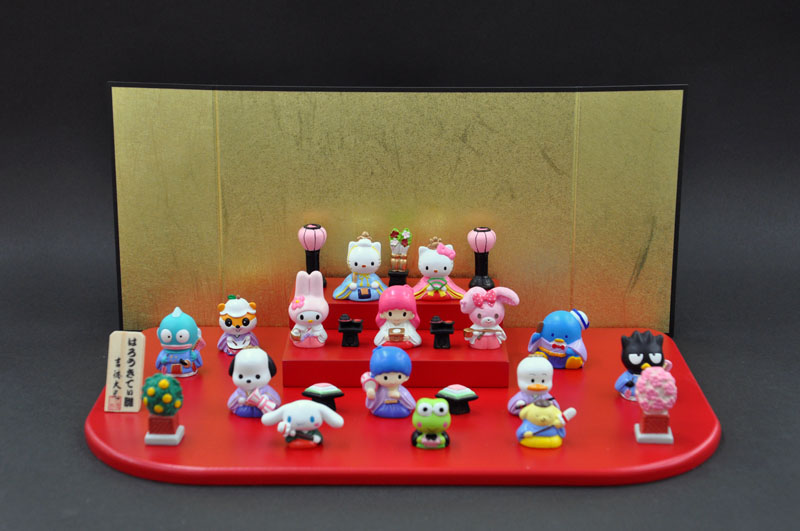 ハローキティ(Sanrio) キティ台段飾りはろうきてぃひなにんぎょう(15人段飾り)[陶器製][ひなまつり(雛祭り)][おひなさま][おひな様][お雛様][お雛さま][ひな人形][雛人形][キティダニエル][吉徳][吉徳大光]