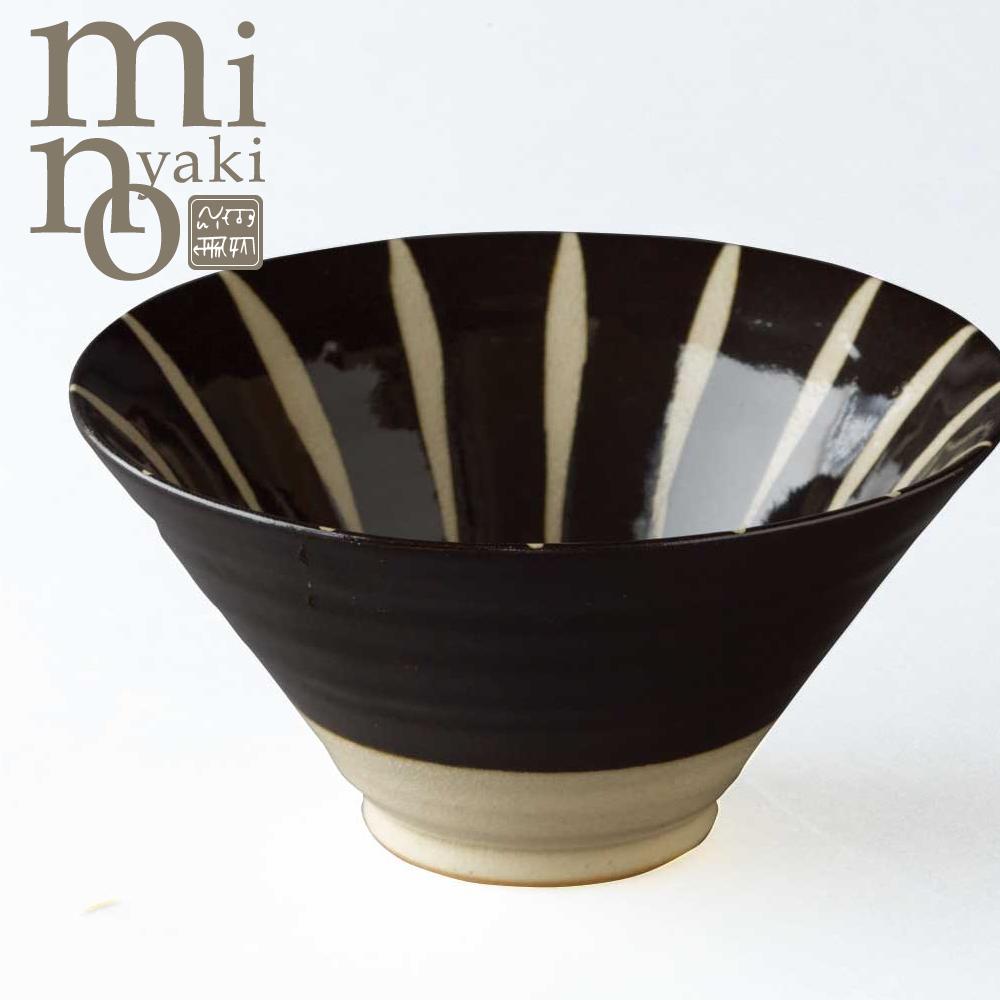 スタイリッシュな模様が食卓にぐっと引き締めた印象をもたらす 鉢 陶器 黒化粧十草 送料無料 反中鉢 日本製 食器 贈り物 モダン 美濃焼 おしゃれ