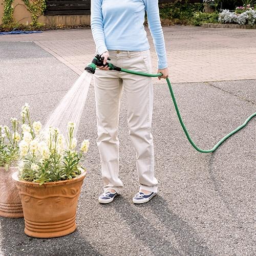 マジカル3倍伸縮ホース【散水器 掃除 洗車 水撒き お墓 掃除 水洗 園芸 DIY 強力 水圧】